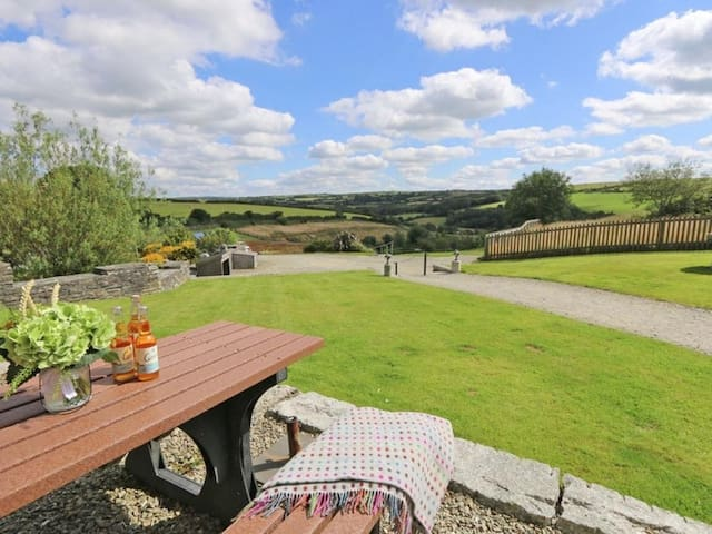 MARHAYES, pet friendly, with pool in Camelford, Ref 959870