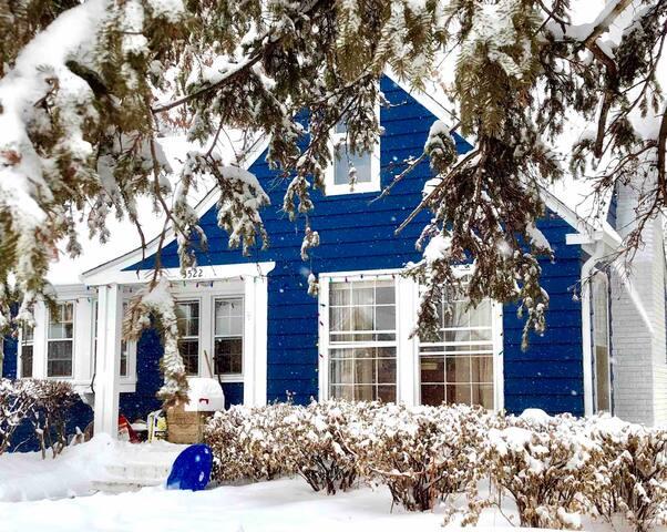 Cozy Cape Cod, entire house Nov-Jan $3000 mo + car
