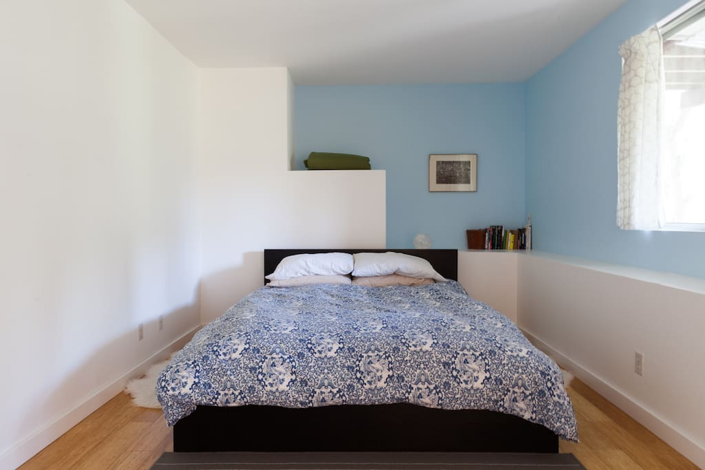 Queen size bed with comfortable down duvet.