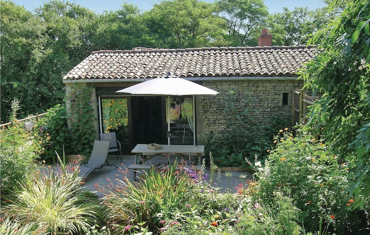 Holiday cottage with 2 bedrooms on 105 m² in St.Radegonde des Noyer