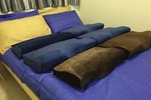 Providing many Top graded Heathy Butterfly Pillows. 提供大量顶级蝶型健康枕