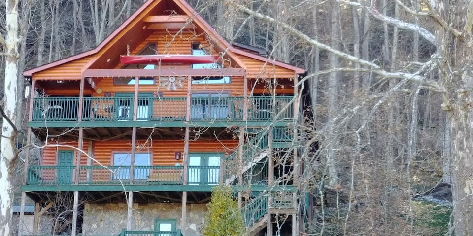 """""""RIVER DREAM CABIN OUR HAPPY PLACE"""""""