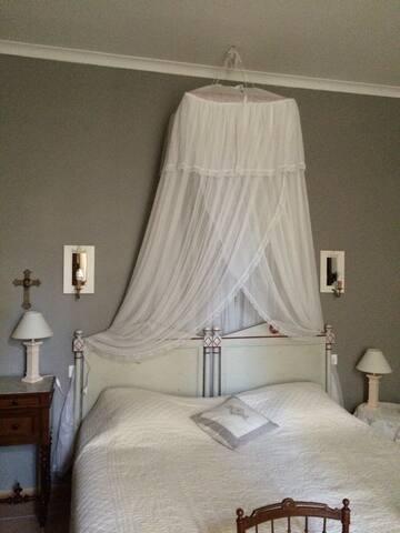 Chambres dans maison de famille - Marcorignan - House