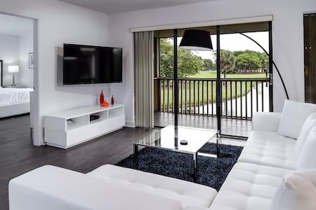 New PGA Golf Villa with Golf Course & Water Views - Palm Beach Gardens - Appartement en résidence