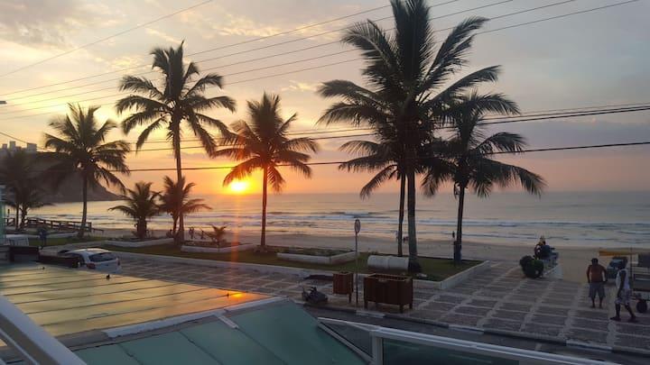 Praia do TOMBO Guarujá  PÉ NA AREIA Frente pro MAR
