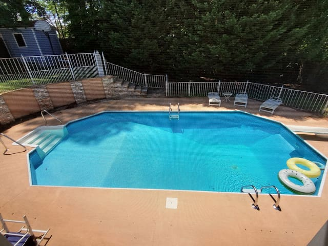 Family Home With Private Pool No Events Houses For Rent In Stone