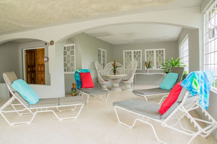 Sandy's Ocean View, 20 min to Ocho Rios-5, 3 & 2bd - Oracabessa - House