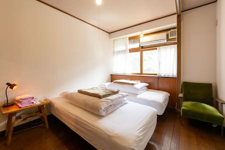 Twin beds private room (shared toilet and shower)