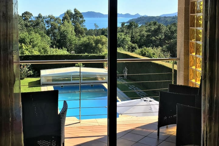 Spacious Sea-view Villa with Private Pool at Galicia