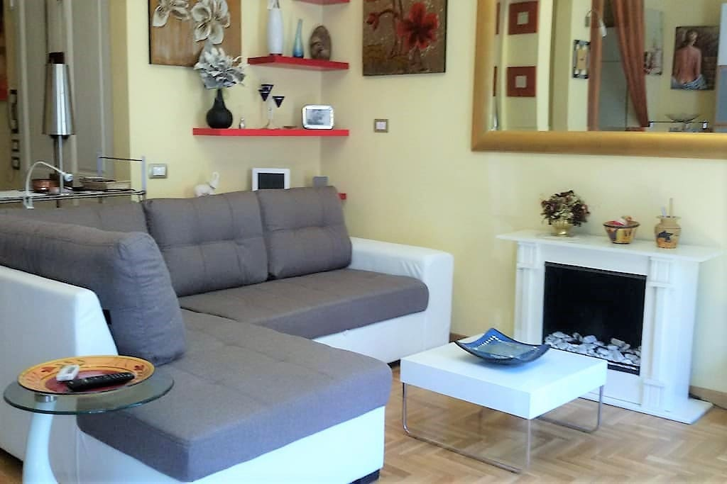 Living Room: big sofà with chaise longue