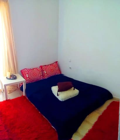 Cozy room, perfectly located. - Patra - Appartement