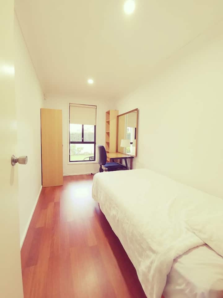 10 mins from Chatswood station!