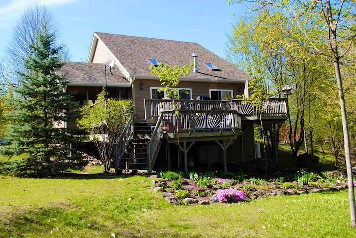 Waterfront 3 Bedroom Cottage on Bob Lake