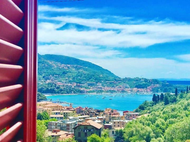 Lerici seaview, in liberty villa, 5' from BaiaBlu