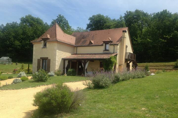 3 Bedroom house Montignac/Lascaux with heated pool