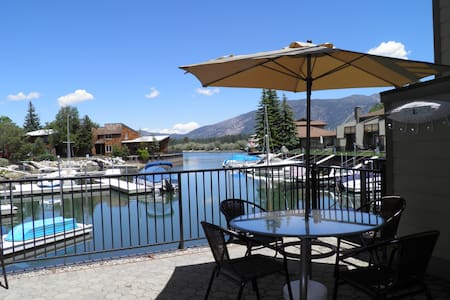 Watefront Condo with Boat Dock steps to Lake Tahoe - South Lake Tahoe - Casa