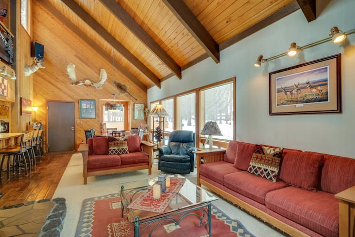 Rustic-chic home w/ patio and resort pools, hot tubs, fitness center & more!