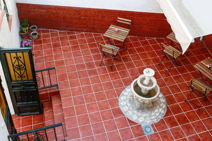 Habitacion  con balcon en el Albaicin