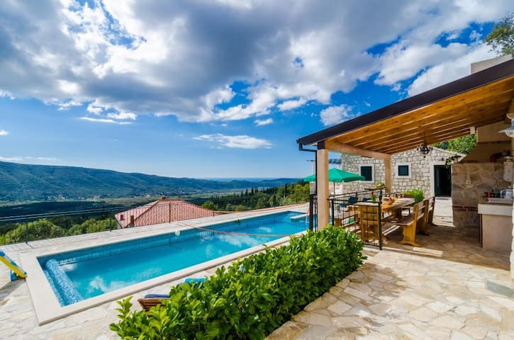 Falcon Rook - Magnificent Villa for Dream Holiday
