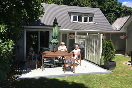 Sunny Glen Cottage by Waikanae River - Waikanae - Rumah Tamu