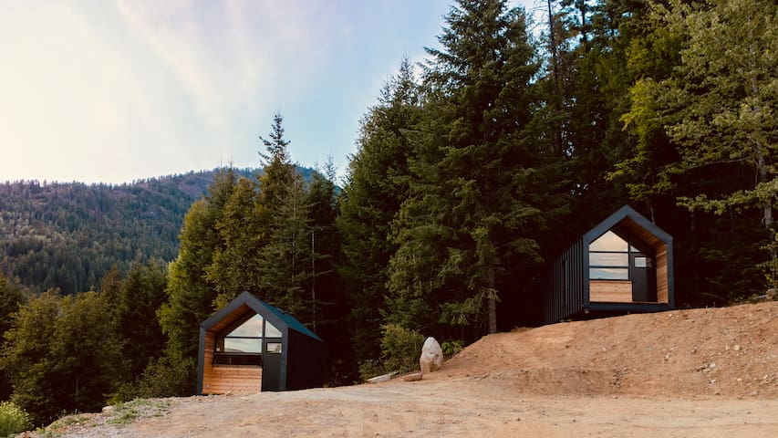 Rossland Bike Retreat: Family-friendly cabins / 1