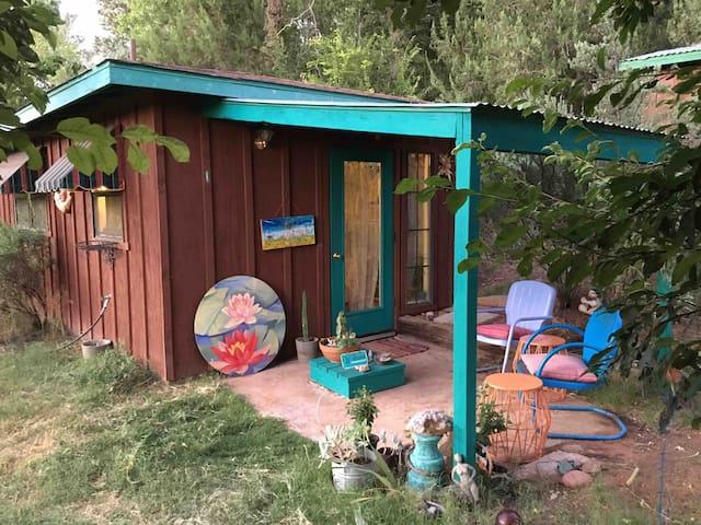 Country Tinyhouse near creek, hiking & fresh air
