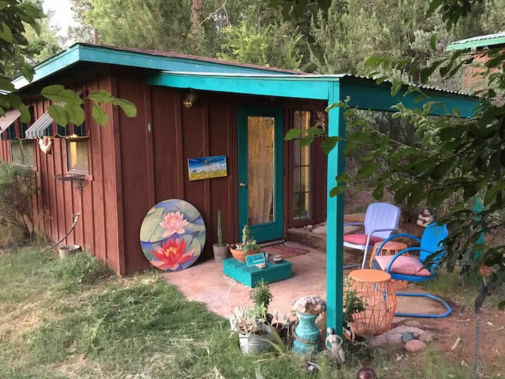 Whimsical Tinyhouse near creek, hiking & fresh air