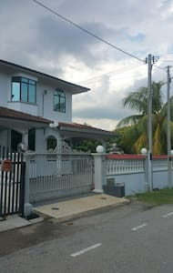 4R Entire House Convenient Location at Tangkak - Tangkak