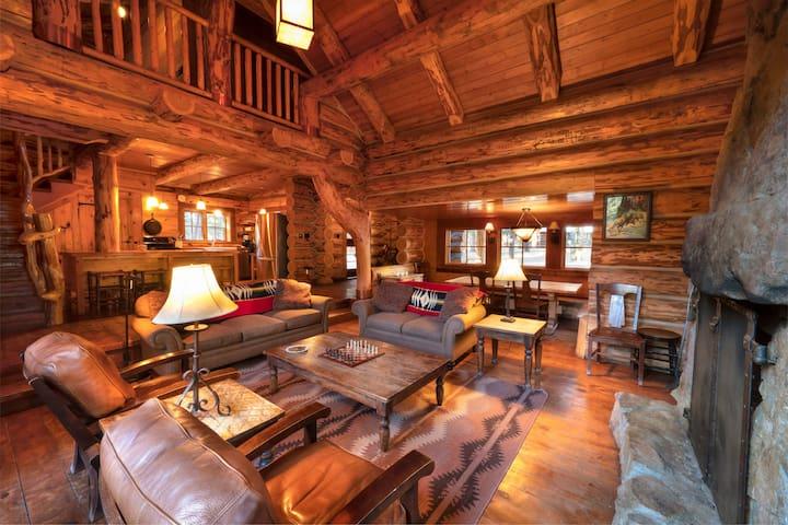 Corkins Lodge - Log Cabin