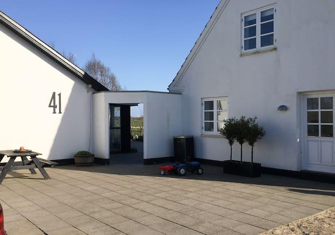 Dejlig Landsted i Nordjylland 4 km fra Hjørring.