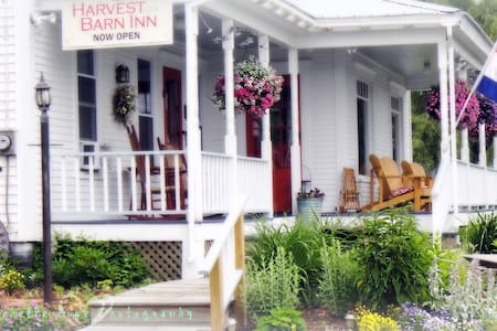 Halladay's Harvest Barn Inn - Town of Rockingham