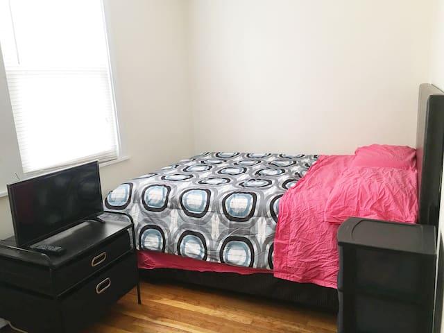 Sunny room near T