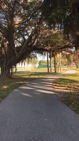 The beautiful running/biking path on Lake Osborne. Hardly a minute walk from the house!
