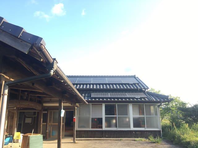 1泊2万円で9人までOK!無料駐車場付&無料wi-fi完備。綾町まで車で5分の古民家ゲストハウス!!