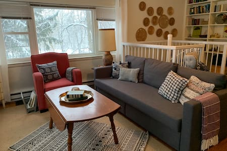 Quaker Hill Cottage on Gated Estate w/Hiking Trail