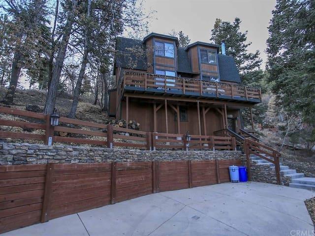 Bear Pause Cabin, 5 min walk to Bear Mountain