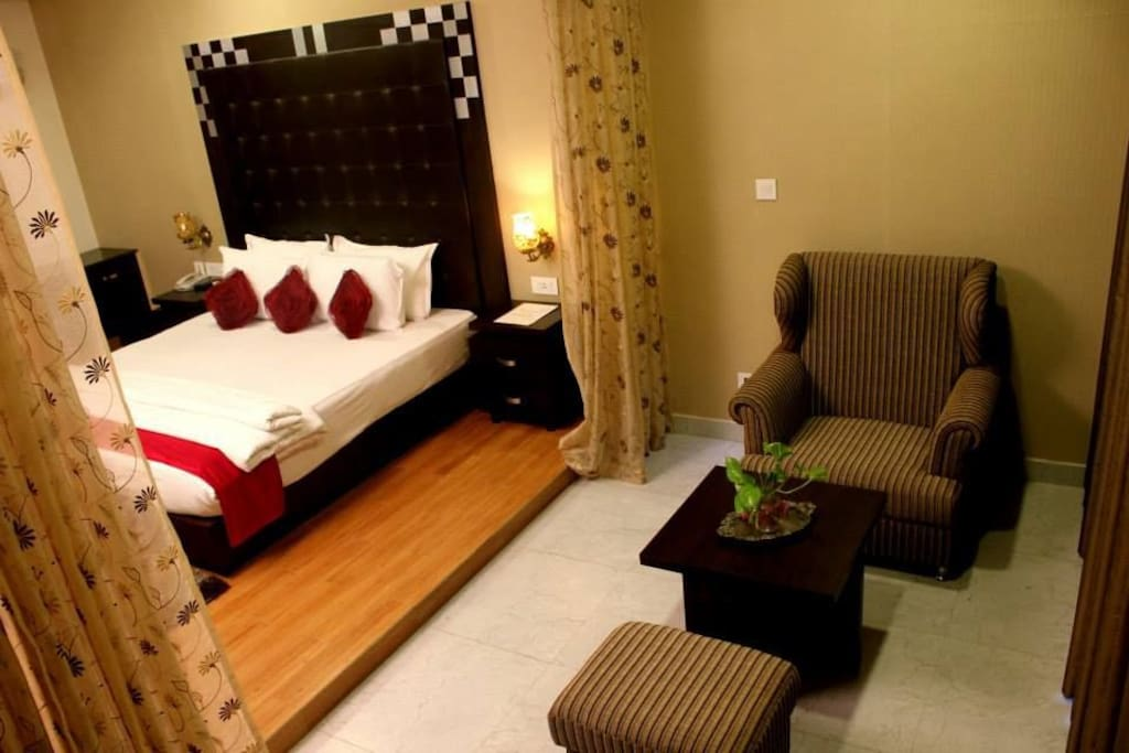 King size bed with seating area