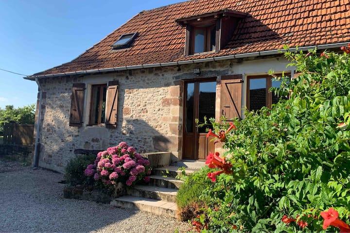 Belle petite maison de campagne avec jardin