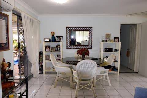 Close to University and Shopping