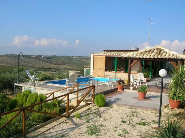 villa con piscina immersa nel verde - Menfi - Villa