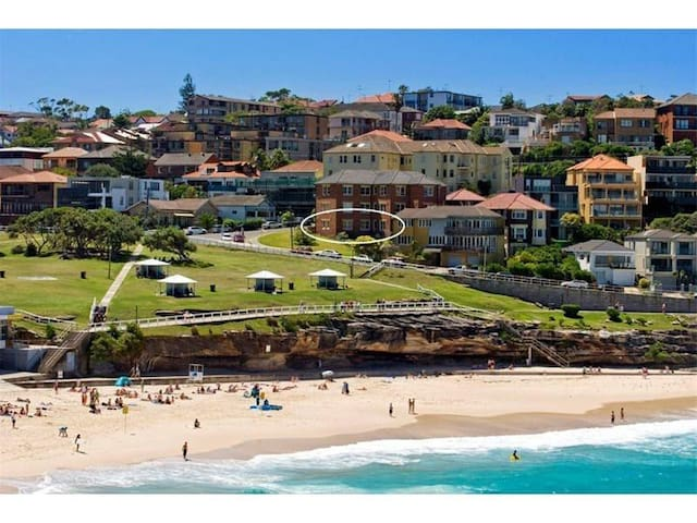 Paradise Beach Views in 2 Bedroom on Bronte Beach