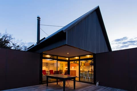 THE BLACK HOUSE with Stunning Views & Outdoor Bath