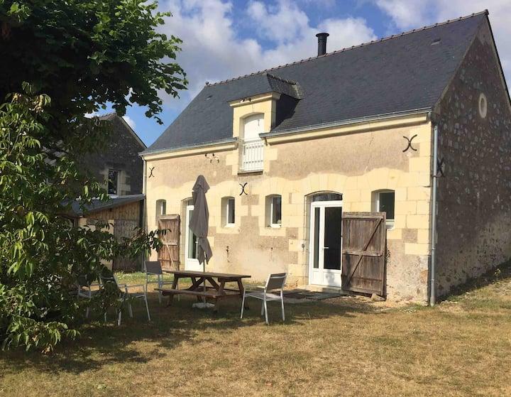 St Rémy la Varenne: ancienne écurie avec vue
