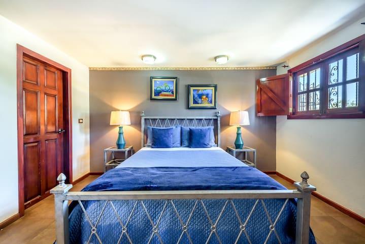 Casa Leona Evelyn's Suite