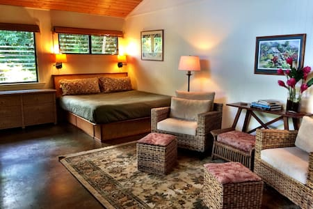 The Garden Hideaway at Lotus Farm - Kilauea