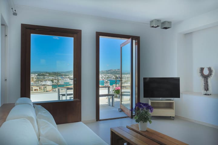 DALT VILA II - DELUXE WITH TERRACE AND VIEWS