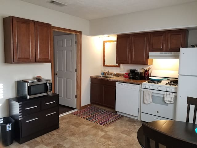 Quiet Furnished Apartment for Extended Stay
