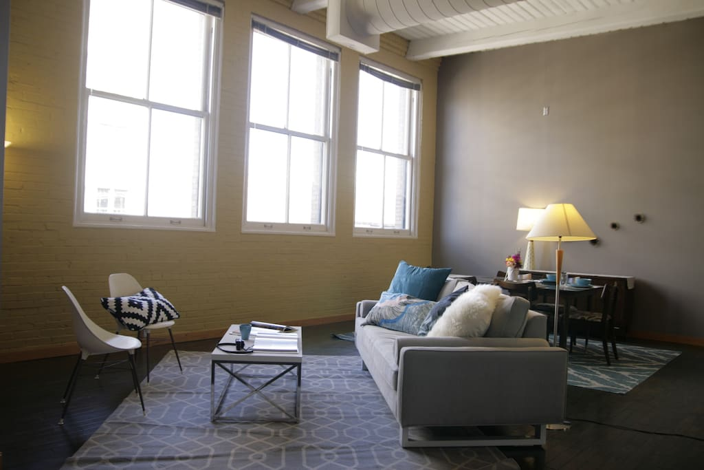 Enjoy gorgeous natural light and 14-foot ceilings, not to mention a great street view of Washington Avenue.