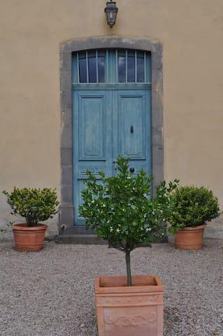 Porte d'entrée de la Villa Maria