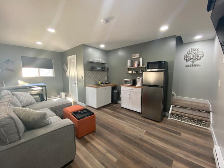 Newly Built Adorable Downtown Loveland Cottage